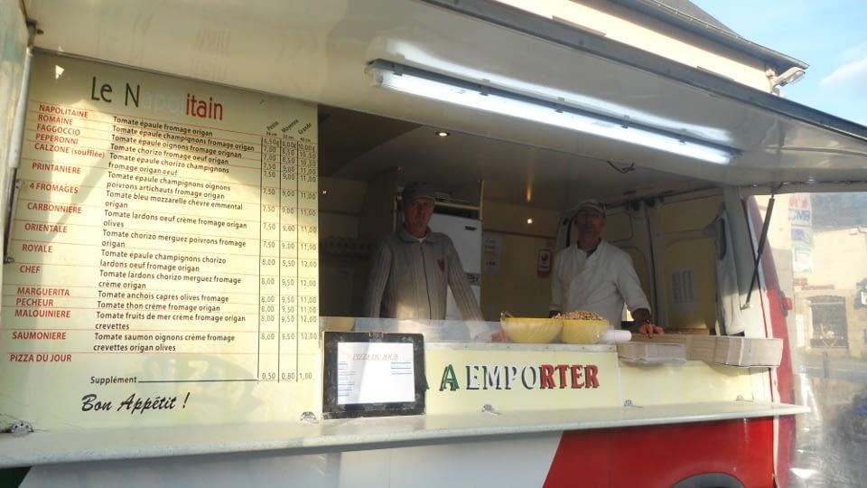 """Pizzas à emporter """"LE NAPOLITAIN"""" présent tous les mardis, Place de la Mairie, de 17h à 21h."""